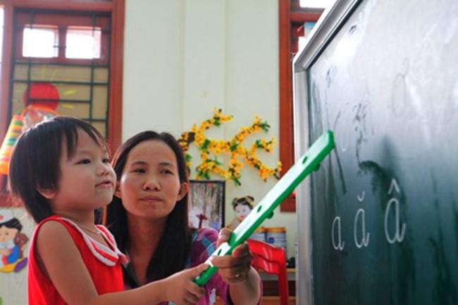 Giấu nỗi nhớ con để chăm sóc học trò