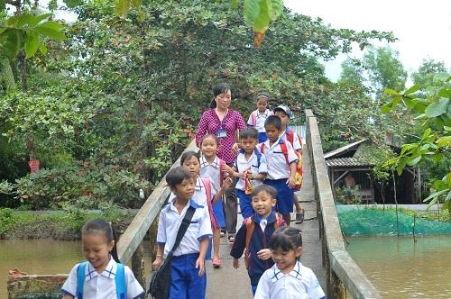 Món quà 20/11 đầu tiên của cô giáo tại xã đảo nghèo tỉnh Cà Mau
