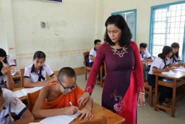 """Về tây đô thăm cô giáo Khmer hai mươi năm """"nặng lòng"""" tiếng mẹ đẻ"""