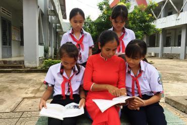 """Cô giáo dân tộc Mạ thắp lửa """"mê"""" địa lý cho học sinh dân tộc thiểu số"""