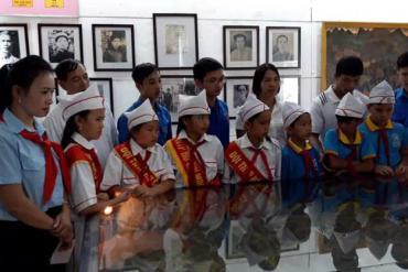 Cô giáo người Dao truyền tình yêu Tổ quốc bằng âm nhạc
