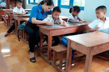 """Hạnh phúc của cô giáo H're đóng góp sự nghiệp """"trồng người"""" ở quê hương"""