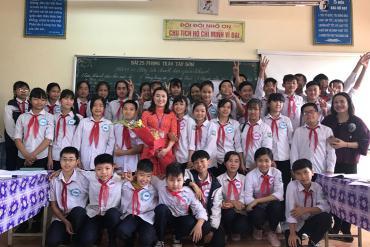Cô giáo người Dao truyền tình yêu sử Việt nơi non cao